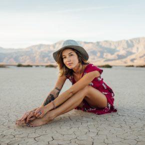Traurigkeit und Freude in Balance - weibliche Emotionen